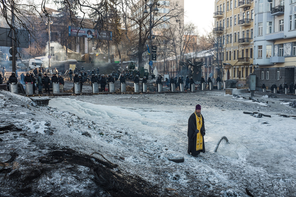(c) Oleksandr Stryzhelchyk. From #EUROMAIDAN - History In The Making.
